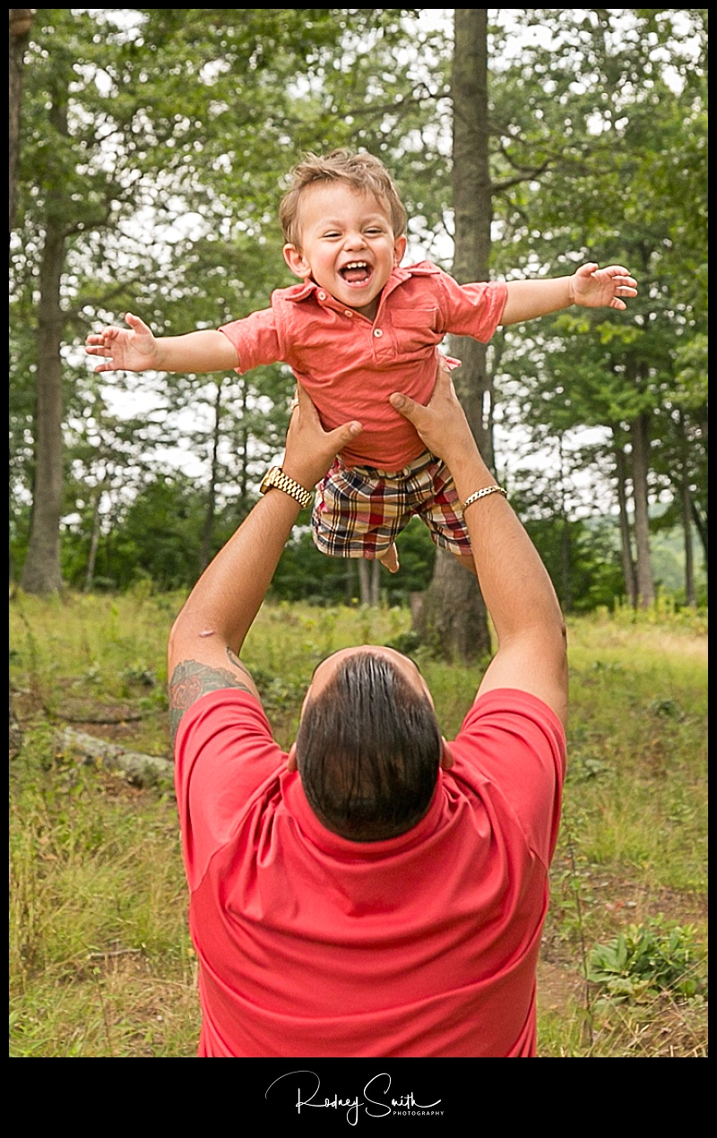 boy, daddy, toss, summer, family pictures, Pyatte, western NC, Avery County, Rodney Smith Photography
