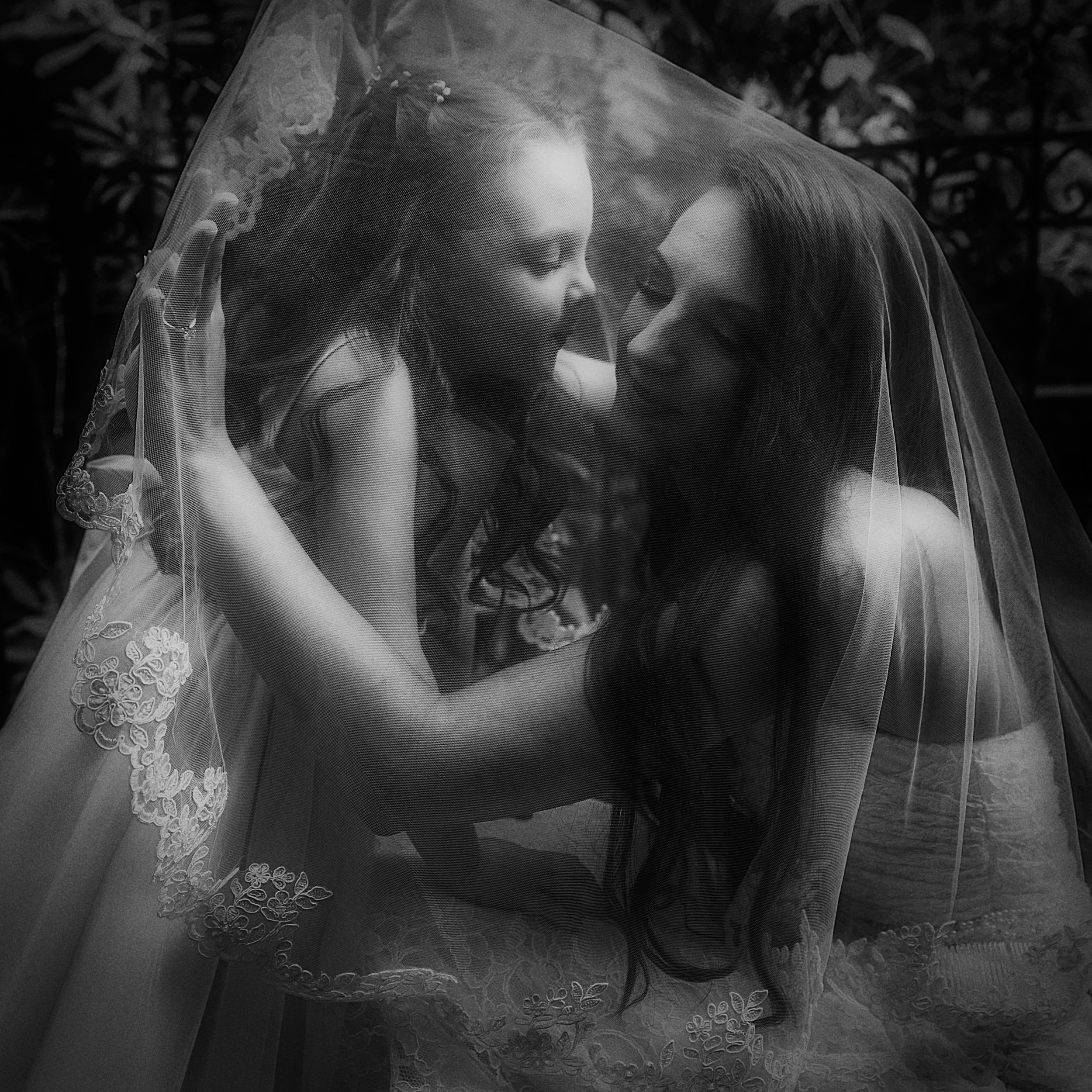 bride, veil, flower girl